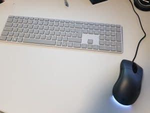 MS Moderne Tastatur mit Fingerprint ID und MS Intelli Maus Classic